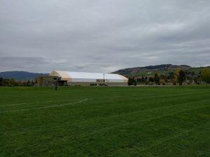 Marshall Field: hier findet das Training der Soccer Academy statt. Es besteht aus sechs Fußballfeldern draußen und einem überdachten in der hier sichtbaren Halle.