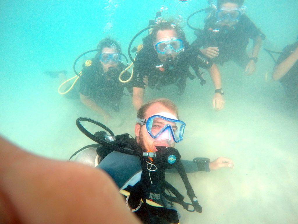 Erste Einführung unter Wasser mit Andy absolviert